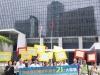 大聯盟成員在政府總部外示威,表達提升合法賭博年齡的訴求。